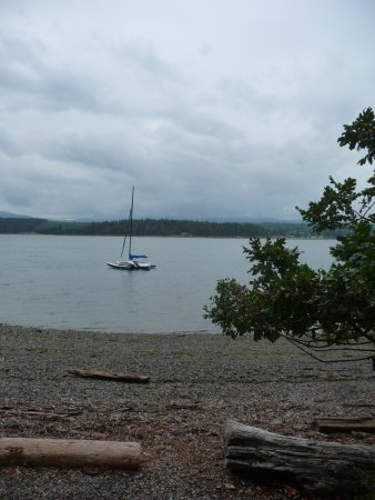 Nanoose Bay, Canadá: arriving at the bottom of the trail.