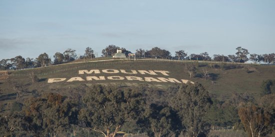 Bathurst, Австралия: The famous sign at the top of Mt Panorama