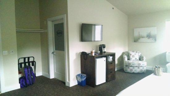 Julie's Park Cafe & Motel: Room 203