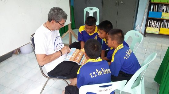 Bang Rachan, Thailand: Volunteer teaching with some year 6 boys