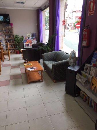 Huércal-Overa, Spagna: Comfy seats inside The Hub
