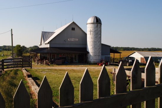 Salem, IN: Putting an antique shop in a barn? Perfect combo. The definition of country charm.