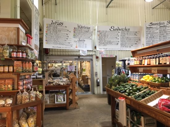 Sharon, ماساتشوستس: Lunch menu boards and farm store products