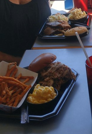 Lakeville, Estado de Nueva York: beef on weck and pulled pork