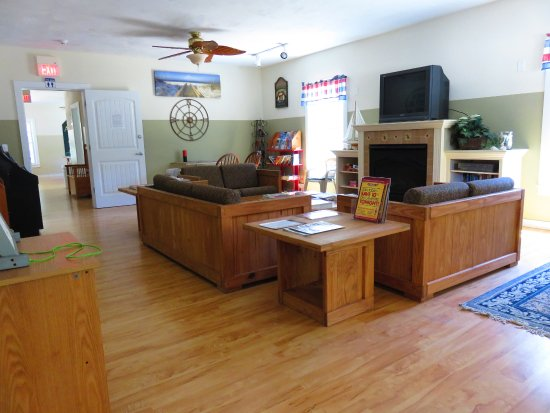 Atlantic Oaks Campground: Lounge