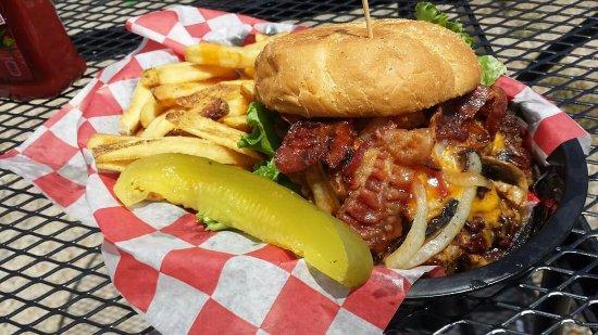 Converse, TX: Build your own burger