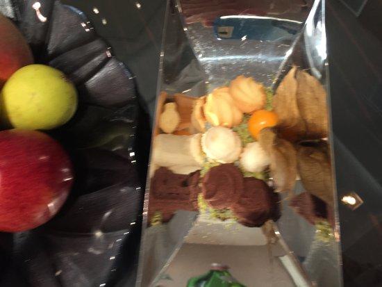 Grand Hotel Via Veneto: complimentary fruits/ snacks