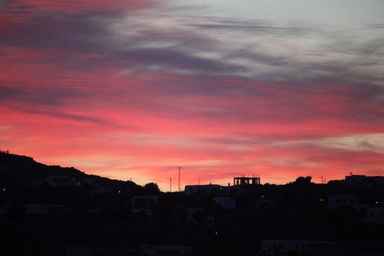 Charissi Hotel: bisa lihat sunrise dari balkoni kamar