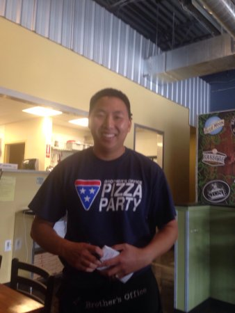 Liberty Lake, WA: Cheesy Bread   Pizza      Wonderful                                            Owner Nice Interi