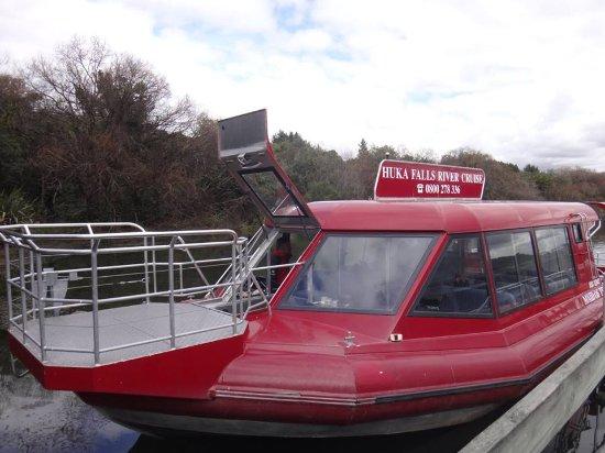 Taupo, Selandia Baru: The wonderful Huka Falls River Cruise Boat.