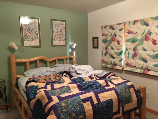 A Lakeside Bed and Breakfast: comfy bed