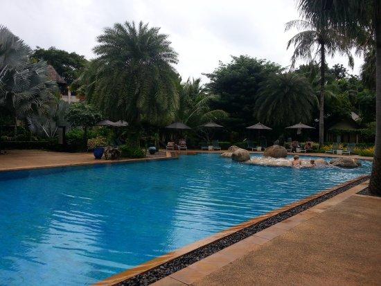 Movenpick Resort & Spa Karon Beach Phuket: coconut pool
