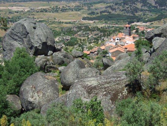 Monsanto, Portekiz: 城砦からの村