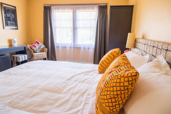 Dover, ออสเตรเลีย: Room with king bed and garden view