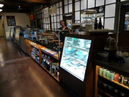 Mount Vernon, WA: Bakery and ice cream counter