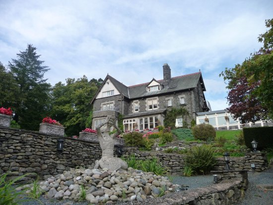 Near Sawrey, UK: Lovely restaurant, with a beautiful view