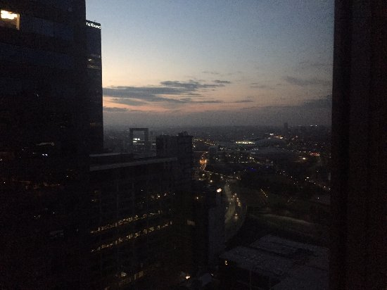 Grand Hyatt Melbourne: Sunrise