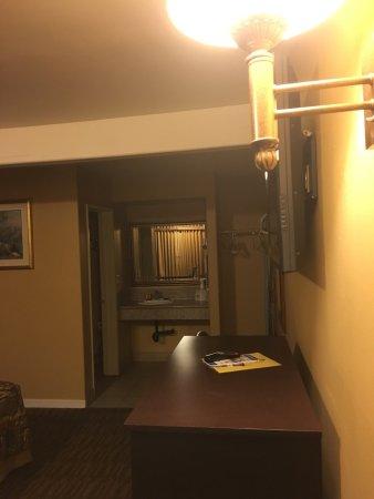 Americas Best Value Inn: photo1.jpg