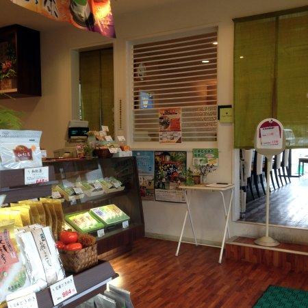 Chikugo, Япония: 店内(レジ前&喫茶部入り口)