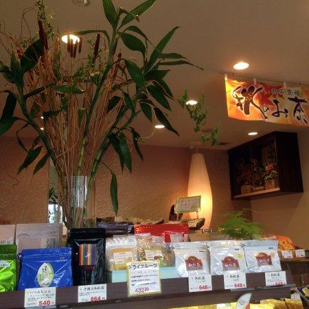 Chikugo, Япония: 店内(照明や生け花など)