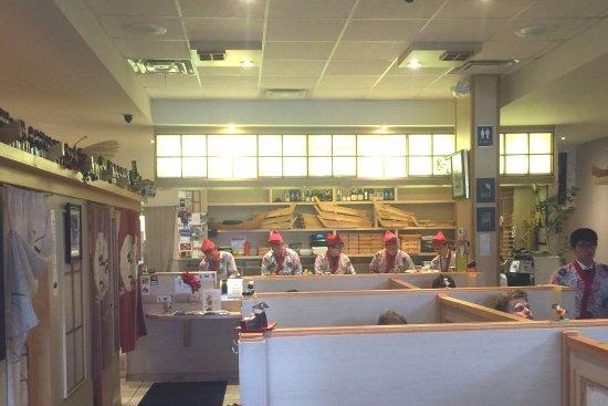 Aurora, Kanada: Mi-Ni Sushi interior