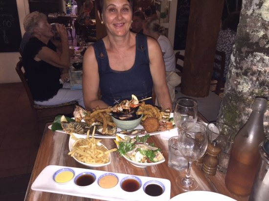 Clifton Beach, Australia: this is a $99 seafood platter for two (or three, or four)