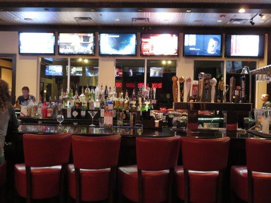Port Orange, FL: Full bar - sports pub section
