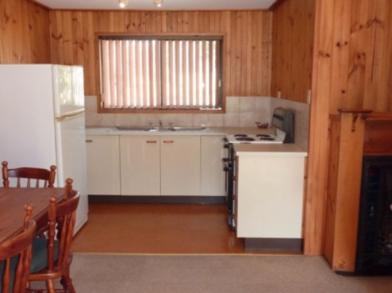 Hunter Hideaway Cottages: Kitchen dining area