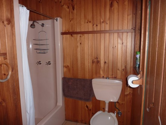 Hunter Hideaway Cottages: Bathroom