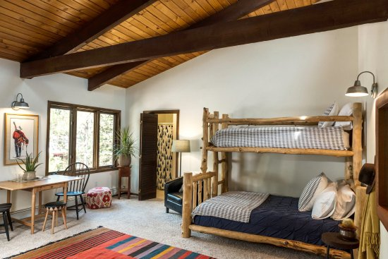 Carbondale, CO: Bunk room with sleeper couch