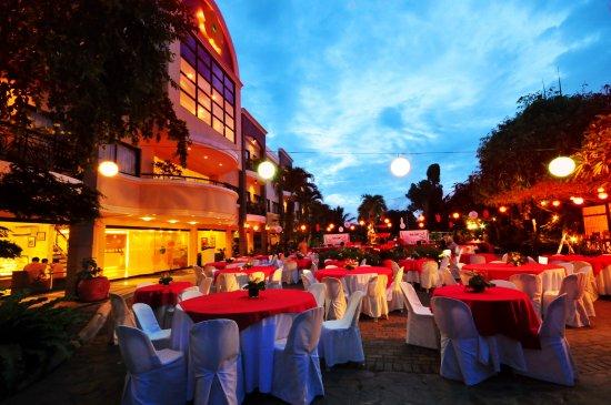 Hotel Fleuris: courtyard