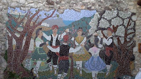 """Font-Rubí, España: Mural de """"pedrís"""""""