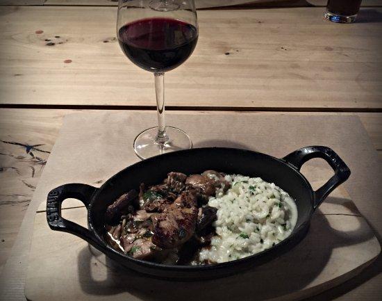 Moutier, Suiza: Duo de ris de veau et foie gras de canard poêlé aux champignons de saison, risotto