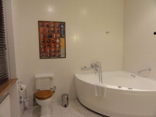 Shakespeare Hotel: ジャグジー付の浴室