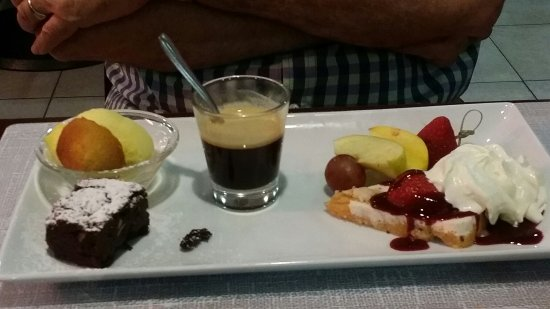 Libourne, France : Cafe Gourmand - delicious