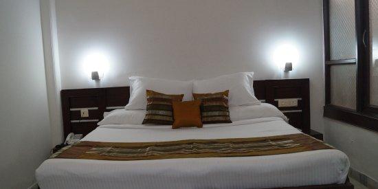 Optimum Rooms Tara Palace @ Taj: Standard Room