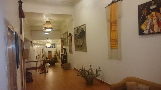 Ri Kynjai: lobby area
