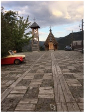 Mecavnik town square