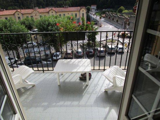 Prats de Mollo la Preste, Frankrike: vue de la chambre et petit balcon bien agreable