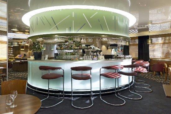 Nanterre, França: le bar du restaurant