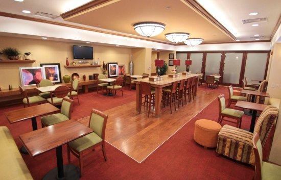Hampton Inn Hampton-Newport News: Hotel Lobby