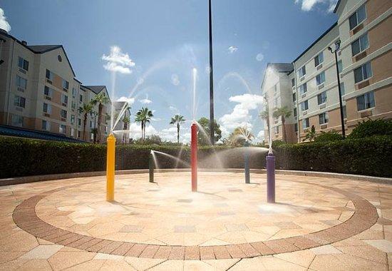 Fairfield Inn & Suites Orlando Lake Buena Vista in the Marriott Village: Splash Zone
