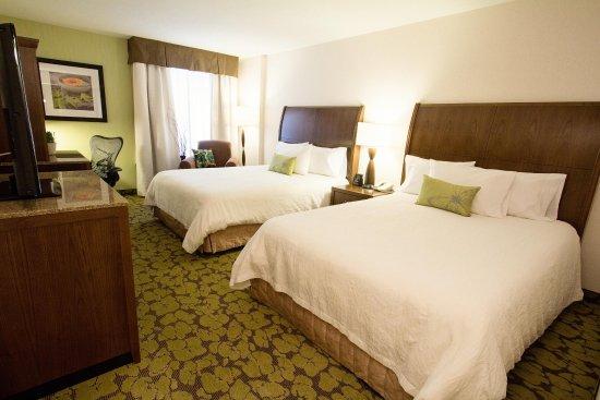 Hilton Garden Inn Saskatoon Downtown: 2 Queen Beds