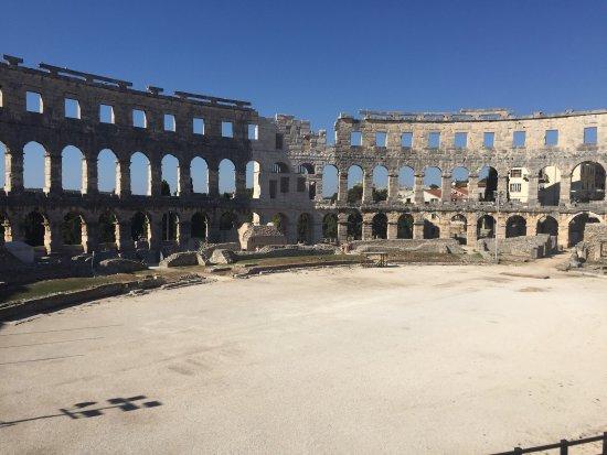 Arenaen i Pula: photo0.jpg