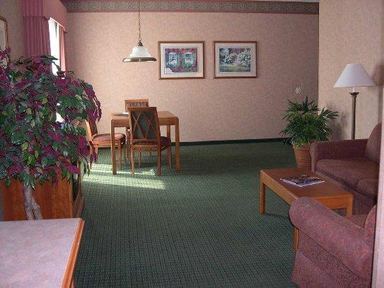 Charleston, WV: Corner Suite Living Room