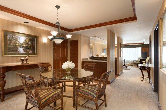 ชาร์ลสตัน, เวสต์เวอร์จิเนีย: Presidential Suite Living Area