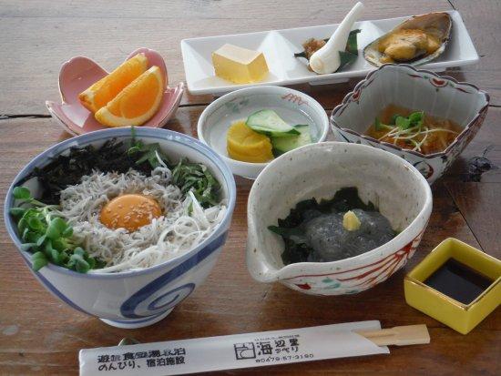 Asahi, Japan: 飯岡港では春先と秋口にシラス漁の旬を迎えます。飯岡へお出での際はしらすの丼ぶりをぜひ味わて下さい!