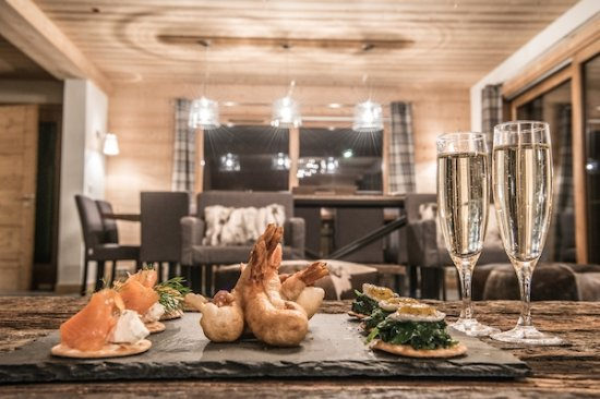 TGski Chalets Morzine : Complimentary Canapes and Champagne