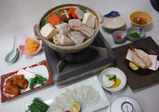 Asahi, Japan: 10月から翌年の3月まで飯岡ふぐ料理へどうぞ!コースはふぐ刺し付付は