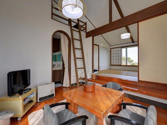 Asahi, Japan: 宿泊室の内部です。中2回もありお子様には喜ばれています。